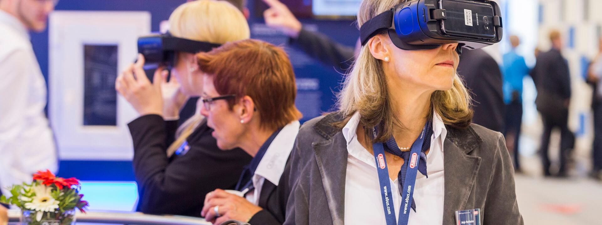 Bezoeker met VR bril bij Security Essen